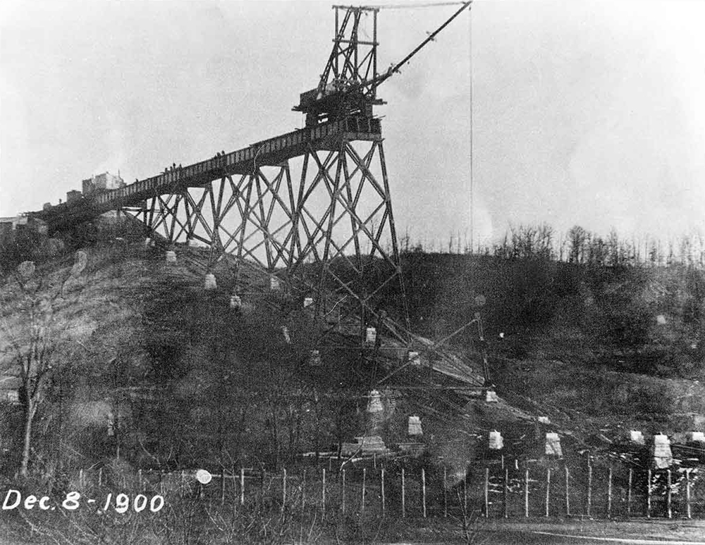 Construction during the building of the Boone Viaduct in 1900.
