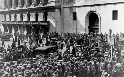 Crowd of people standing outside of the New York Stock Exchange in 1929.