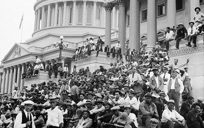 Image of marchers from the bonus army during World War I on the U.S. Capitol steps.