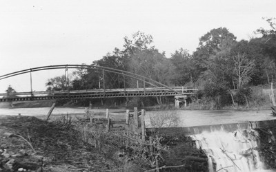 Bridge in Coon Rapids, Iowa, sometime between 1895 and 1910.