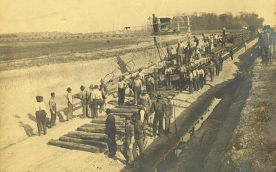 Crews of the Wabash Railroad are laying planks and rails near either Albia, Iowa, or possibly Ohio.