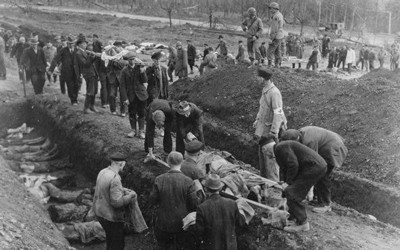 Image shows people in Germany digging mass graves for people killed in a concentration camp.