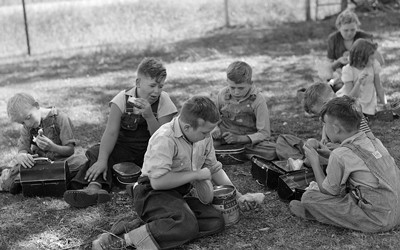 The photo shows lunch hour at a country school in Grundy County, Iowa.