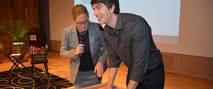 Brandon Routh placing his hands in clay