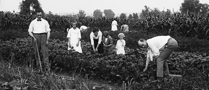 Farm Family in the United States, between 1915 and 1923