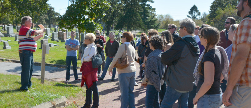 Woodland Cemetery Tour in Des Moines